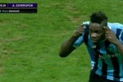 Balotelli guida la rimonta dell'Adana e poi esulta in faccia al tecnico del Besiktas